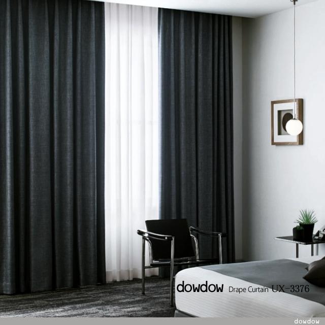 【シンプルモダン】仕事のできる男の部屋のカーテンのコーデ
