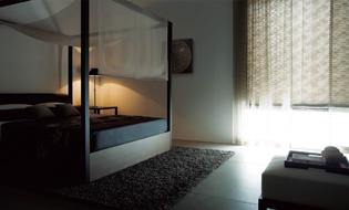 (寝室)レースカーテンとシェード(ドレープ)の組合せ