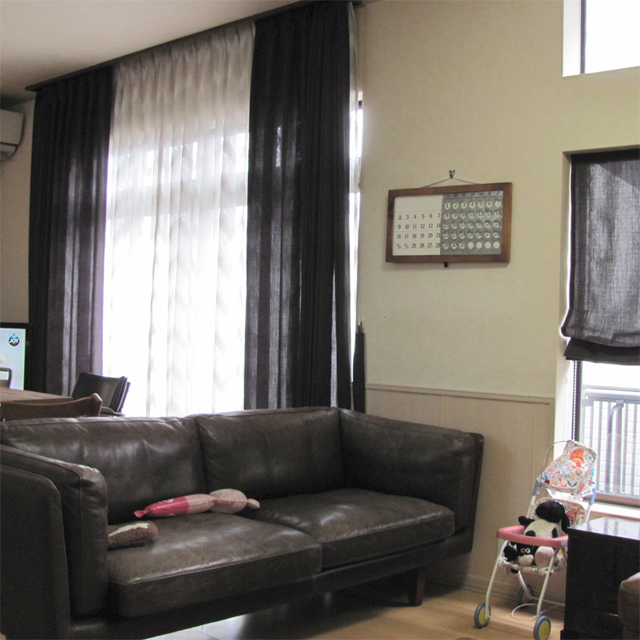 埼玉県E様邸 【ビンテージ・デザイン】のオーダーカーテンの施工例【リビング】