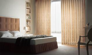 【寝室】ドレープカーテンとシェードカーテン(レース)の組合せ
