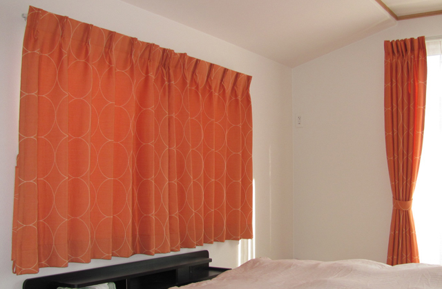 練馬区H様邸の寝室【ミッドセンチュリー】のオーダーカーテンの施工例