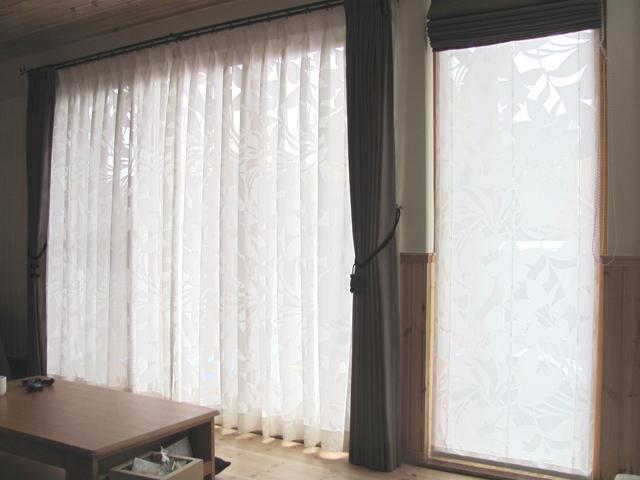 草加市K様邸のリビング【北欧モダン】のオーダーカーテン